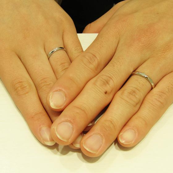 >多面体の指輪をお選び頂きました!とってもお洒落でお二人にぴったり♡