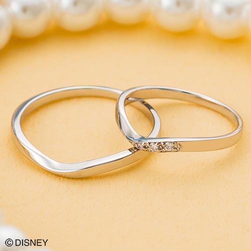 V字のラインがとてもきれい!lady'sに施された程よいダイヤモンドもオトナ女子に人気なデザイン。