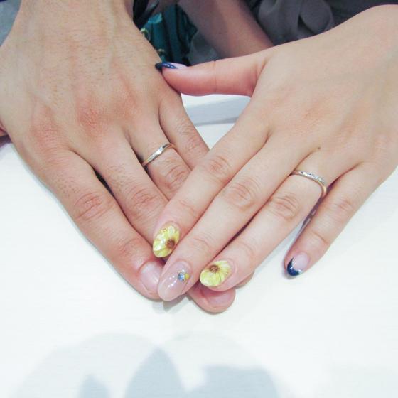 >指の長いおふたりにシンプルなリングがよく映えます♪