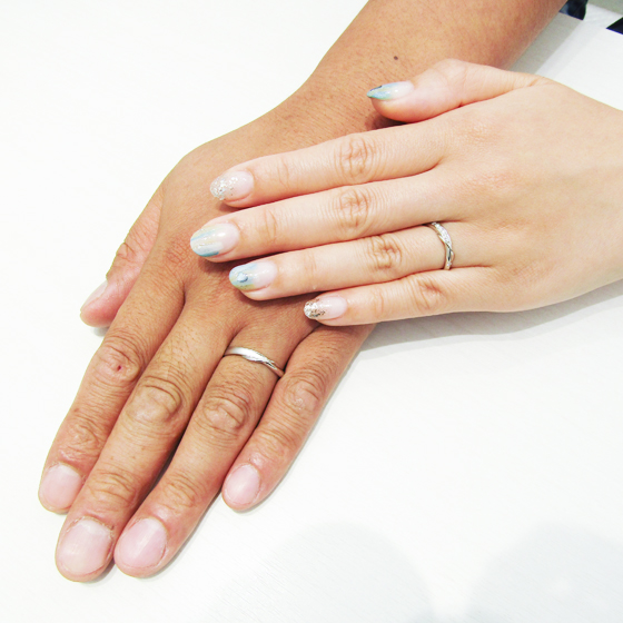 >お揃いのデザインのご結婚指輪。お二人にとってもお似合いです!