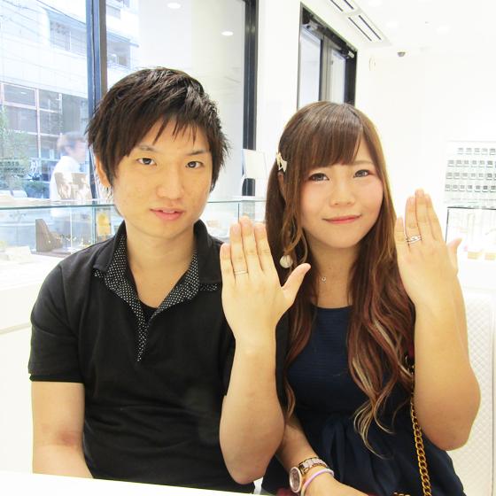 >婚約指輪・結婚指輪をセットではめて記念撮影♡お手元がとっても華やかです!