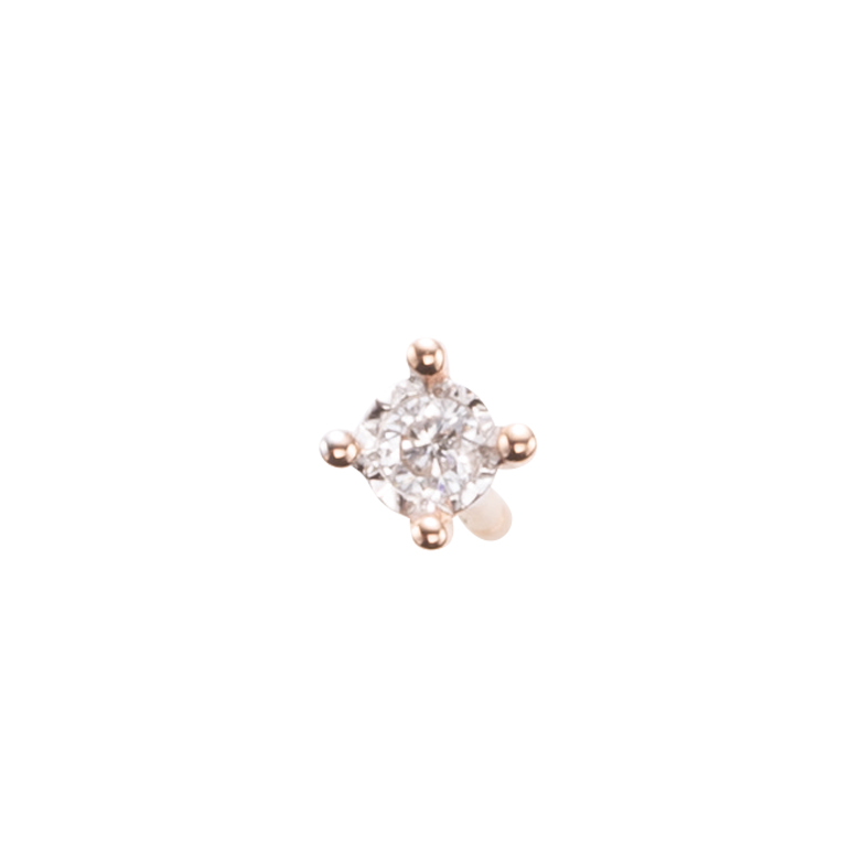 シンプルな4本爪のダイヤモンドスタッドピアス。小粒なダイヤモンドが顔周りを華やかにしてくれます。