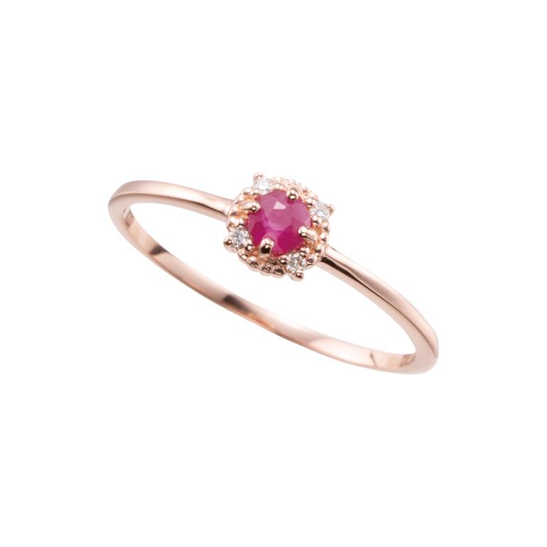 4石の小粒なダイヤモンドがルビーを引き立てるデザイン。