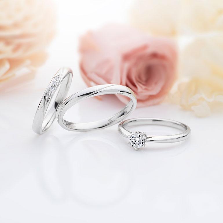シンプルなストレートラインのセットリング 婚約指輪は正統派な一粒タイプのエンゲージリングマリッジリングは斜めにデザインを施した人気のデザインです。