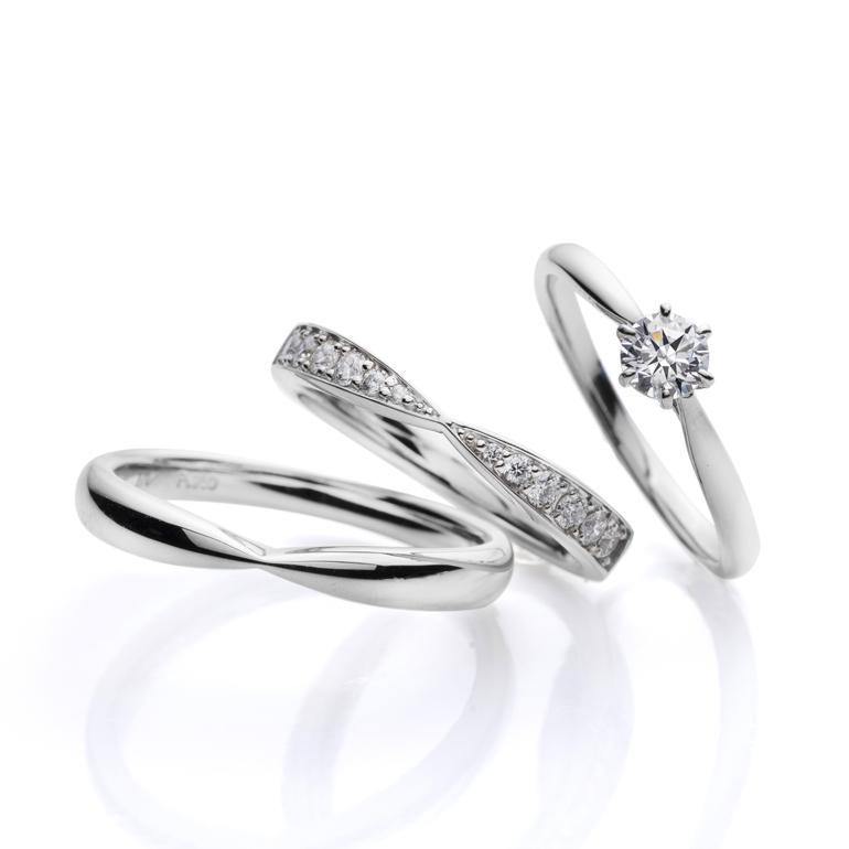 王道の婚約指輪と可愛らしく華やかな結婚指輪。絶妙なセットリングのバランスが人気です。