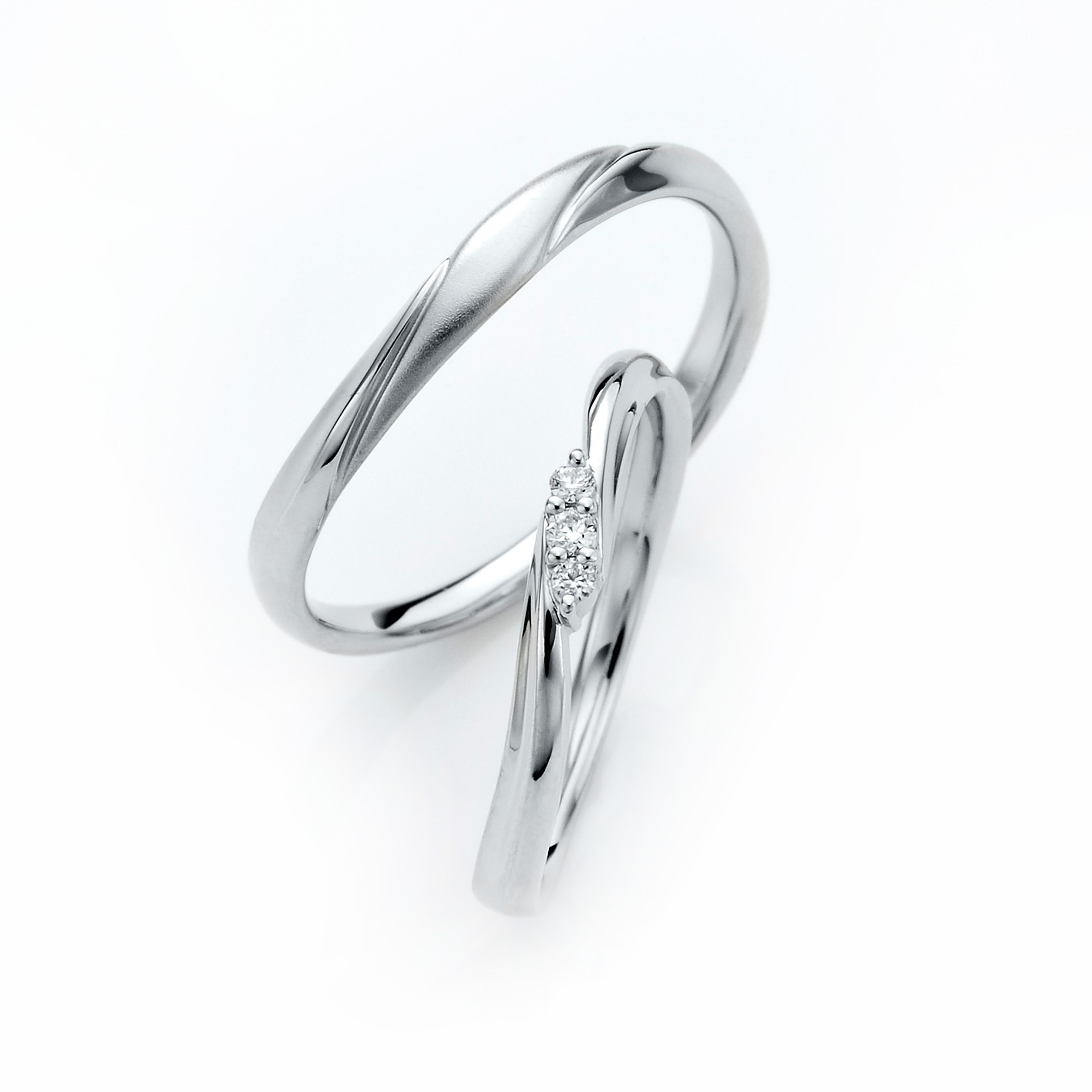 手に馴染む優しいラインが思わず毎日身に着けたくなる結婚指輪です。