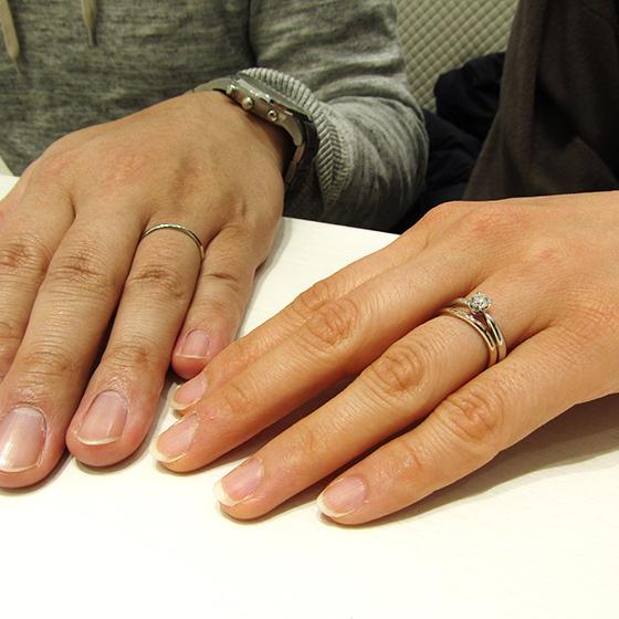 >婚約指輪との重ね着けでより華やかに!