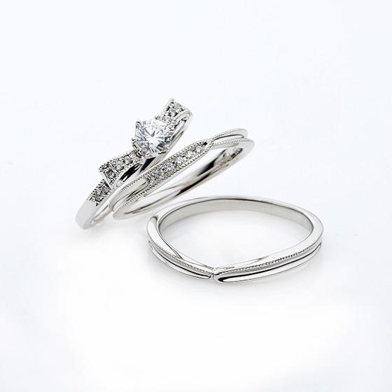 リボンの形をした婚約指輪(エンゲージリング)がキュートなデザイン!結婚指輪との相性も抜群です。