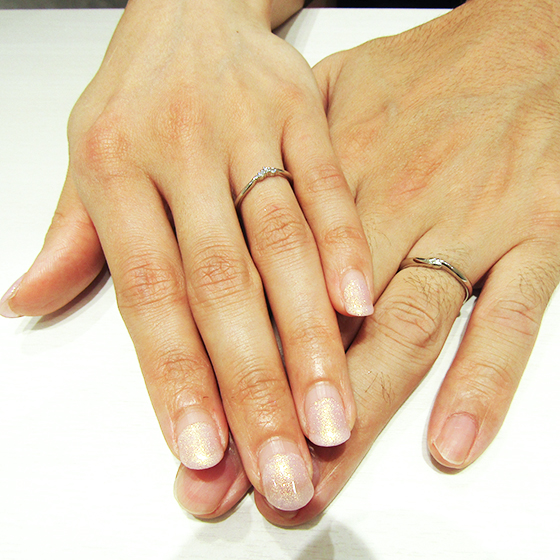 >お二人らしい優しく柔らかなデザインの結婚指輪です。