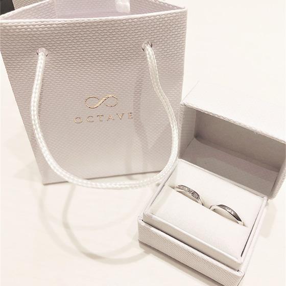 >結婚指輪と同じデザインのベビーリングもプレゼントさせて頂きました。