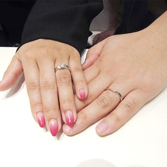 >シンプルで控えめなデザインの中にも、それぞれの個性が詰まった結婚指輪となりました。これからもお幸せに!