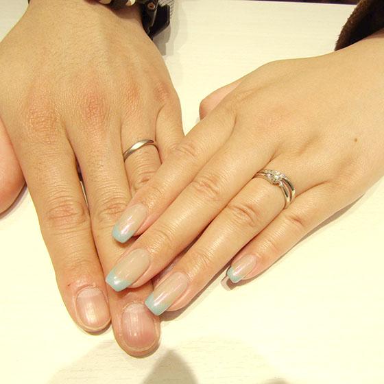 >婚約指輪と合わせるとさらに華やかになり、とても素敵です。