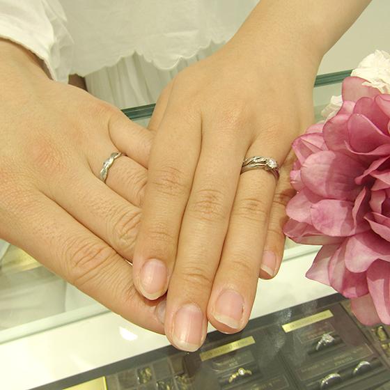 >既にお贈り済みの婚約指輪とも相性ばっちりでした。