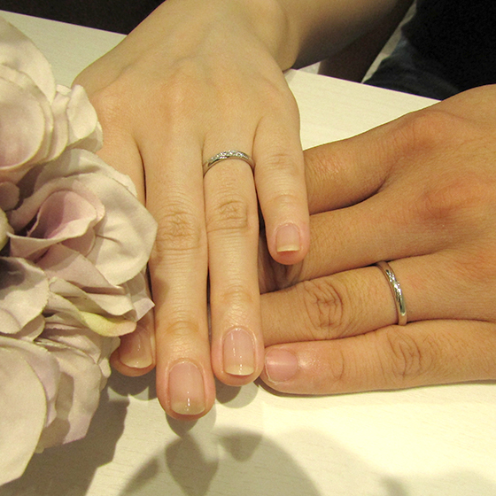 >二人の意見がぴったり合った素敵な結婚指輪をお選びいただきました。
